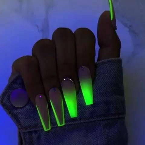 diseño uñas acrílicas fluorescentes
