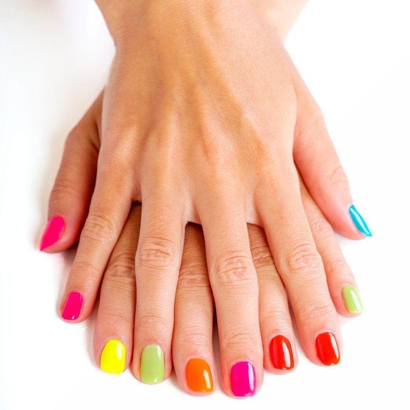 uñas de gel colores dos manos