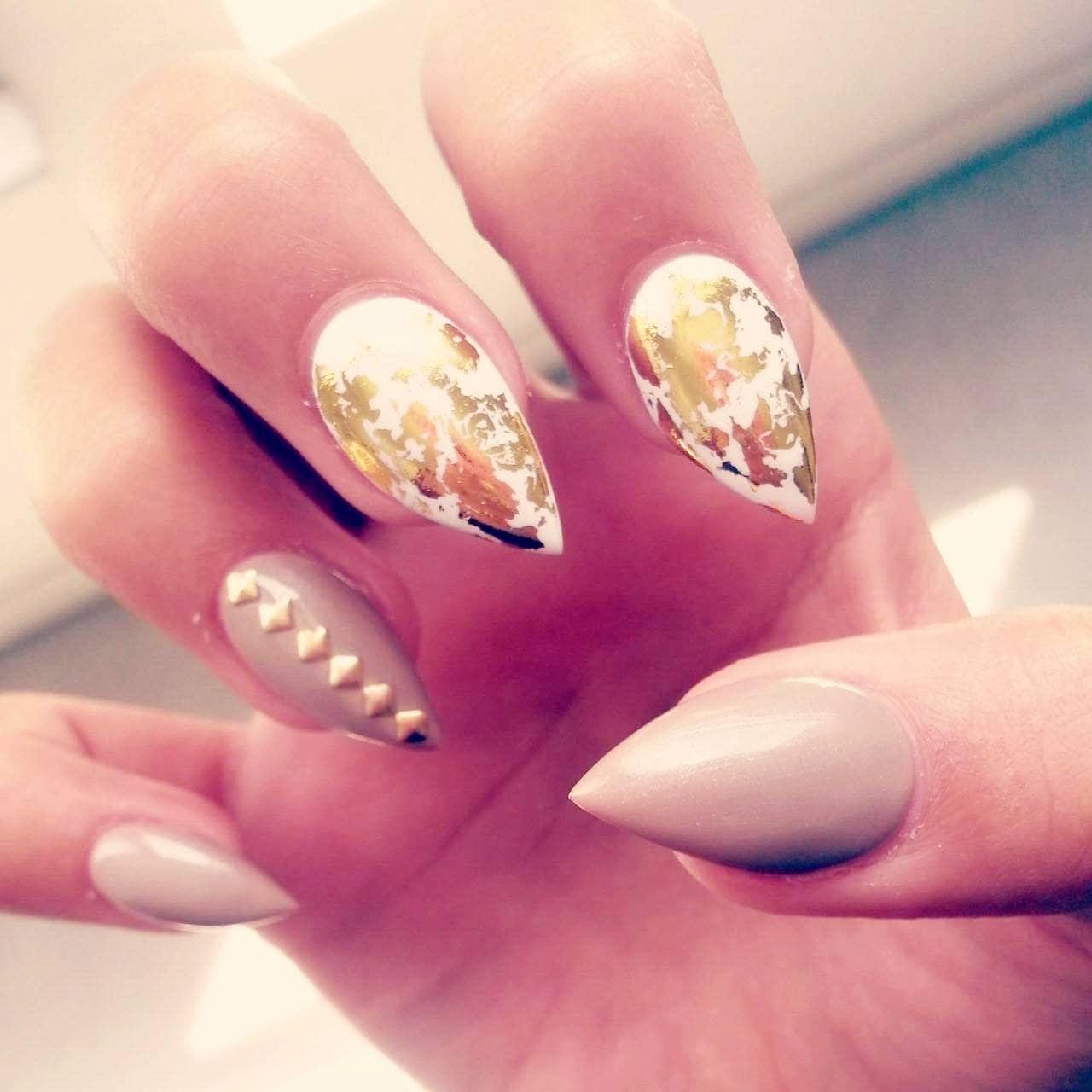 diseño uñas acrílicas pico de montaña
